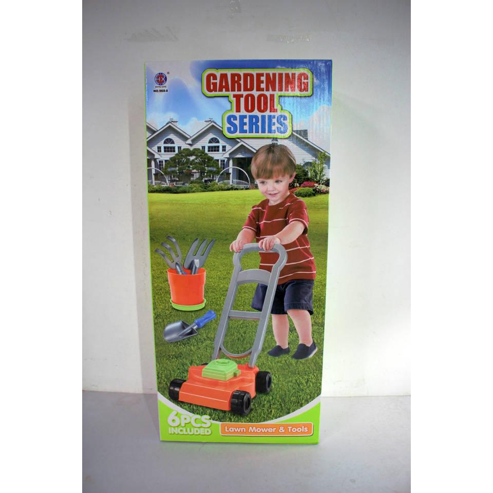 Grasmaaier met gereedschap